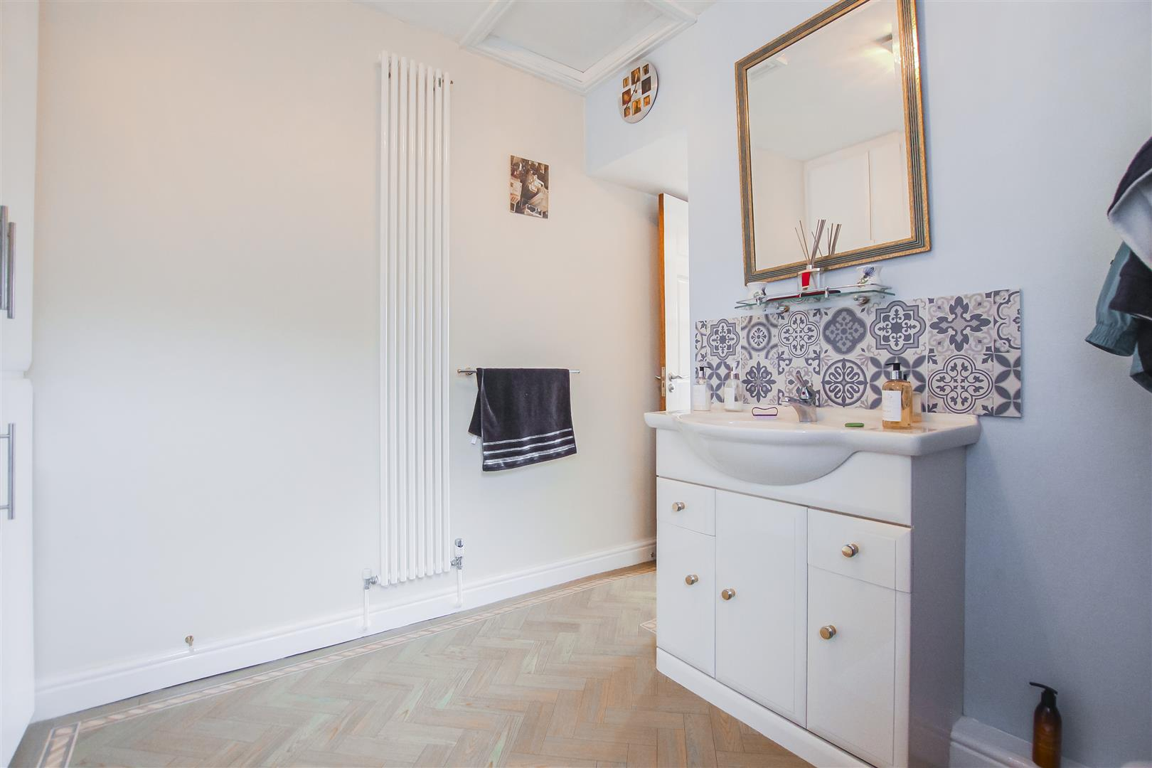6 Bedroom Detached House For Sale - Annex W/C
